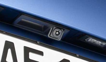 Cámara trasera multi-vista HCE-C252RD con el kit de instalación Kit KIT-R1AU para Audi Q5